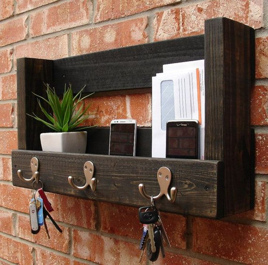 Pallet key organizer more- find the real benefit of wood.